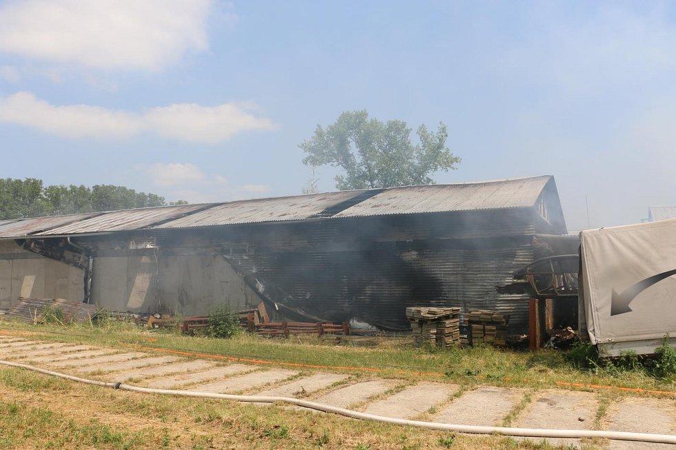 Požár haly v Hrdibořicích