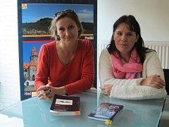 Prostějovská rodačka, malířka a spisovatelka Lenka Civade četla spolu se svou kamarádkou a francouzskou spisovatelkou Anne Delaflotte Mehdevi publiku v Bruselu