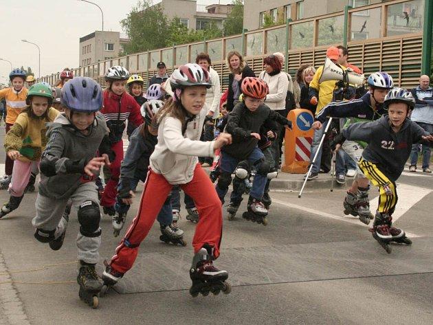 Z početného účasti dětí a mládeže měli největší radost pořadatelé Sportovního dne na kolečkách určeného milovníkům in- line bruslení.