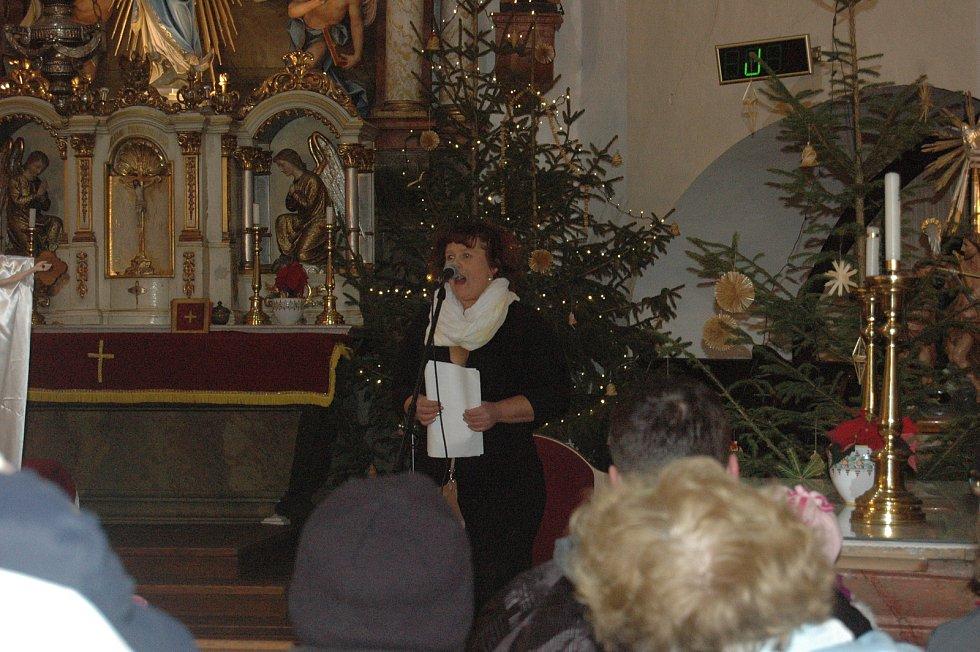 Zpívání a živý betlém v plumlovském kostele