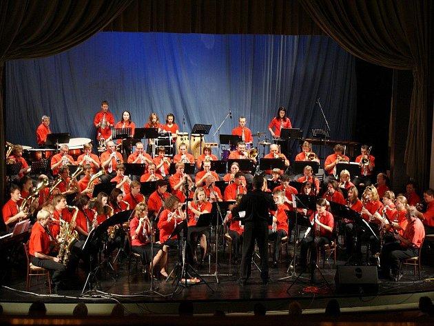 Prostějovský dechový orchestr ZUŠ Vladimíra Ambrose pod vedením dirigenta  Rudolfa Proseckého ... 7b6a1d3338