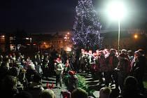 Rozsvícení vánočního stromu a návštěva Mikuláše a jeho družiny v Kostelci na Hané
