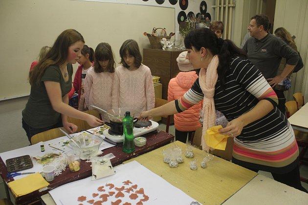 Den otevřených dveří nejstaršího prostějovského gymnázia lákal na konverzaci v angličtině, pokusy či hrátky s češtinou.