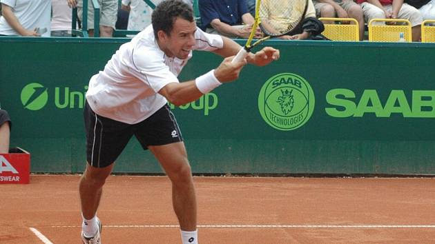 Slovenský tenista Dominik Hrbatý coby nasazená jednička UniCredit Czech Open 2007 vydřel postup do druhého kola.