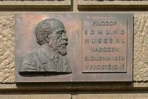Pamětní deska Edmundu Husserlovi na prostějovské radnici