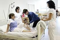 Praktická část závěrečné zkoušky sanitářského kurzu v Nemocnici AGEL Prostějov