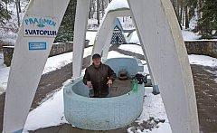 V obci Skalka mizí voda ve studních a přestávají téct i léčivé prameny v místních lázních.