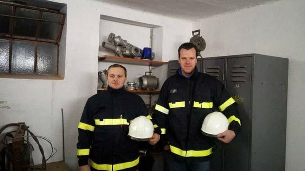 Starostou dobrovolných hasičů ve Stínavě je Michal Burget. Na snímku vlevo.