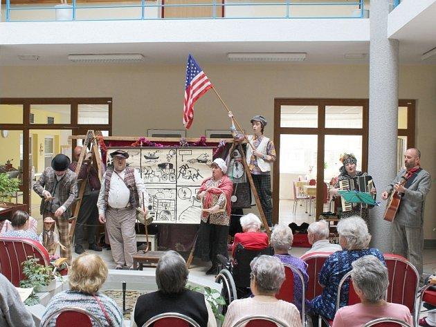 Představení loutkového divadla Starost v třebíčském domově důchodců