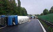 Následky hromadné nehody na D46 u Žešova - 10. 7. 2018
