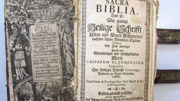 Policisté z Němčic nad Hanou při vyšetřování krádeže nalezli historickou knihu. Teď pátrají po jejím vlastníkovi.