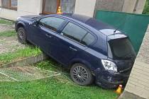 Srážka tří aut v Čechách pod Kosířem
