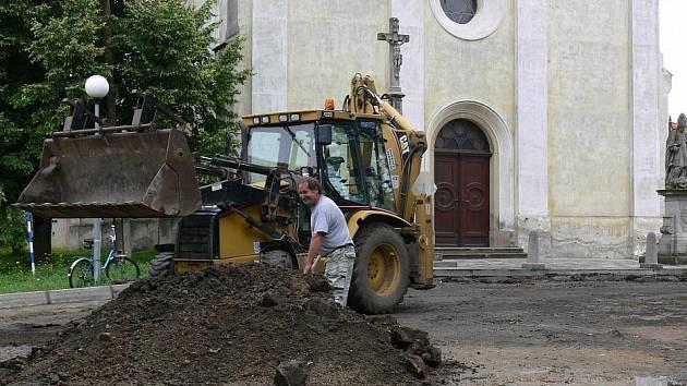 Oprava náměstí ve Vrchoslavicích
