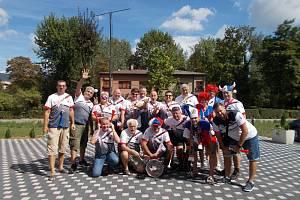 Společná fotka účastníků před nedělními zápasy.