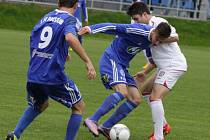 Fotbalisté 1. SK Prostějov (v modrém)