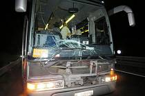 Dvě dodávky a autobus se srazily na R46 u Držovic