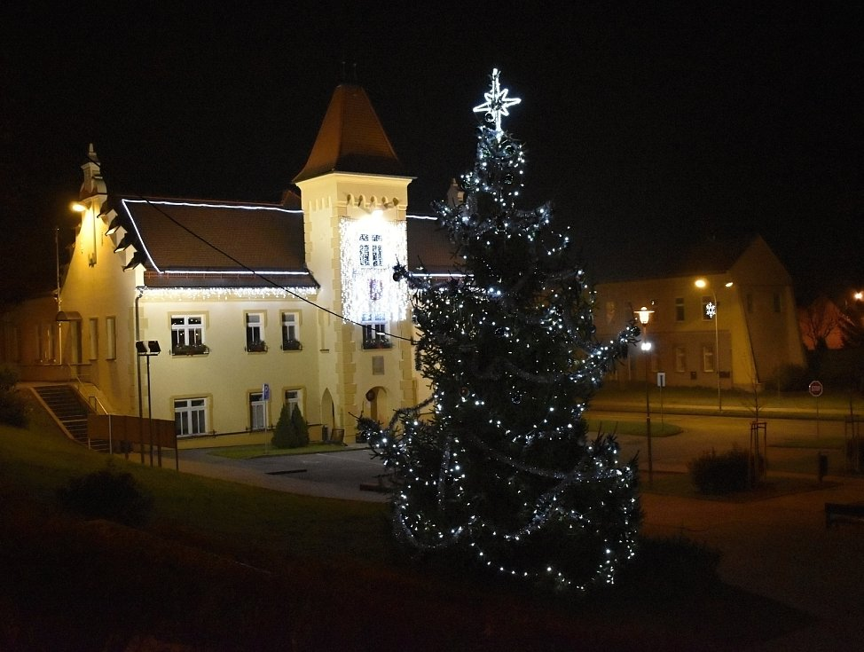 Vánoční strom 2020 v Kostelci na Hané