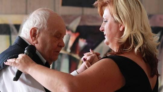 Taneční mistr Jiří Šindler se svou taneční partnerkou Šárkou Milarovou.