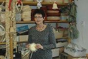 Paní Miloslava z Brodku u Konice se ruční výrobou  živí už dvacet pět let.