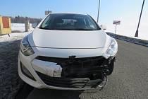 Řidič ujel od nehody, policisté ho pronásledovali přes půl okresu.