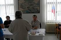 Obyvetelé dvou obcí na Prostějovsku šli v sobotu 9. dubna k znovu k obecním volbám. Jak v Hluchově tak i Čelčicích (na snímcích) se totiž opozice vzdala mandátu a řádné podzimní volby se musely opakovat.