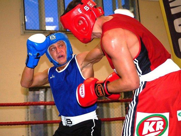 Prostějovští boxeři (v modrém)