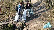 Jarní úklid v Lesoparku Hloučela. Ilustrační foto