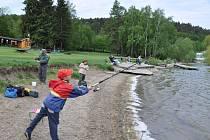 Mladí rybáři soutěží na Plumlovské přehradě