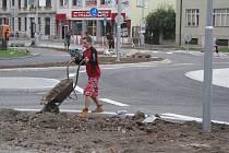 Kruhový objezd na Přikrylově náměstí v Prostějově těsně před dokončením