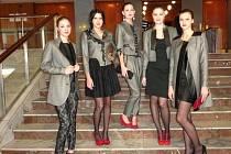 Precizně propracovaná kolekce a netradiční pojetí oděvu na večer přinesla Střední škole designu a módy prvenství v kategorii Společenský oděv.