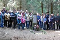 Na Březském vrchu u Konice stojí pomník tří partyzánů zastřelených 27. dubna roku 1945. V pátek odpoledne k němu vyrazila od konické sokolovny skupina nadšenců, aby připomněla události z konce druhé světové války.