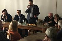 Prostějované debatovali v sobotu dopoledne v Kasku s europoslancem Zdechovským o migrační krizi, právu šaría, Sýrii i dění v Evropě.