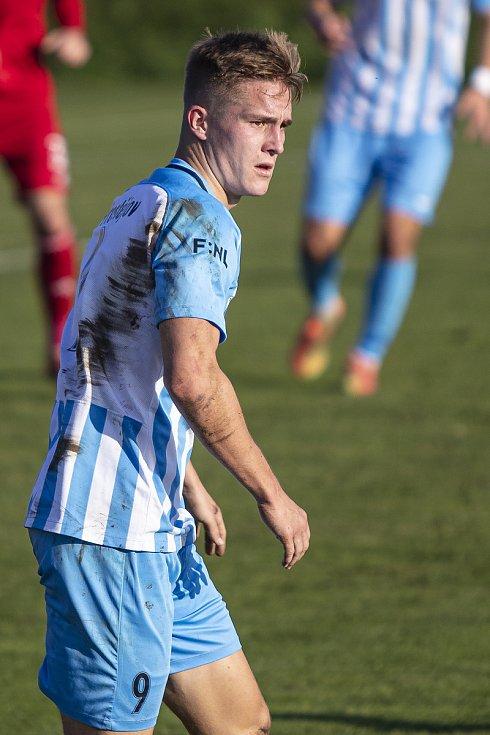 Fotbalisté Prostějova (v modro-bílém) porazili ve druhé lize Vyšehrad 3:0. Jakub Matoušek