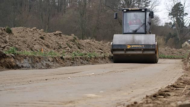 Stavba cyklostezky na plumlovské přehradě - 4. dubna 2020