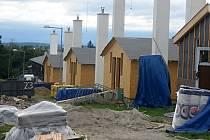Výstavba ubytovacích srubů pro vojáky na armádní střelnici v Hamrech na Prostějovsku - 31. 8. 2020
