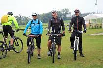 Deštivé počasí cyklistům nepřálo, přesto jich pár desítek na populární závod vyrazilo. 7.9. 2019