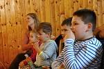 Pohádku Princezna ze mlejna předvedly děti z Pivína divákům ve Vrchoslavicích. 7.4. 2019