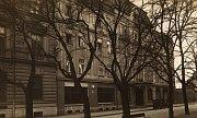 Následkem hospodářské krize ve třicátých letech minulého století byl hotel vroce 1936 prodán prostřednictví veřejné dražby Bohuslavu Novákovi, od kterého jej vroce 1936 získali manželé Arnošt a Justina Rolní.