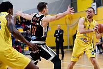 BK Olomoucko (ve žlutém) proti Nymburku