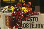 Jestřábi (v červeném) proti Zubrům