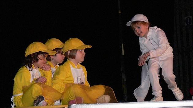 Děti z mateřské školky na Šárce vystoupily s představením Rok má dvanáct měsíců