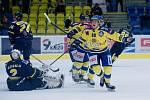 Hokejisté Přerova (ve žlutém) doma porazili Ústí nad Labem 5:2. Jakub Navrátil vstřelil hattrick.