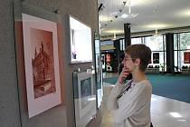 """Výstava s názvem """"Prostějov – trochu jinak"""" ve vestibulu kina Metra"""