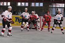 Jestřábi hráli s Jágr teamem.