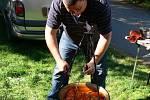 Soutěž o nejlepší kotlíkový guláš v plumlovském kempu Žralok - Plumlovský místostarosta a Městský lehký dietní guláš