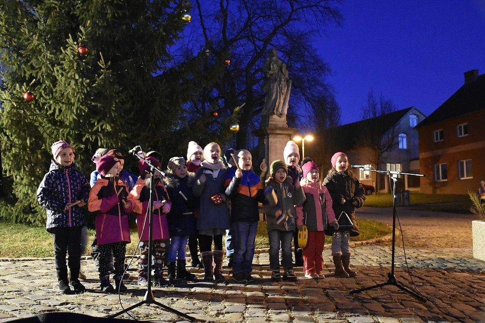 Rozsvícení vánočního stromu v Nezamyslicích 2019
