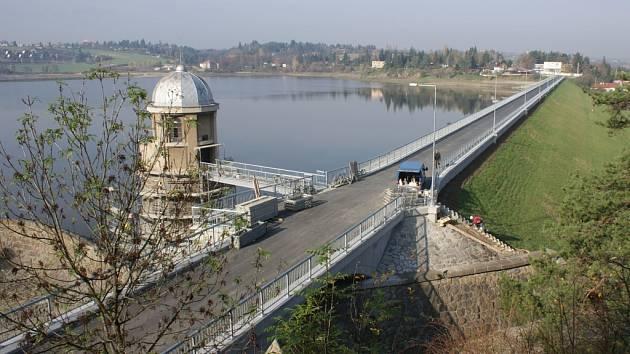 Plumlovská přehrada - celkový pohled na hráz