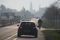 Místo, kde se staví v Prostějově rondel, je pro cyklisty nebezpečné. Radnice radí, aby jezdili přes Domamyslice.