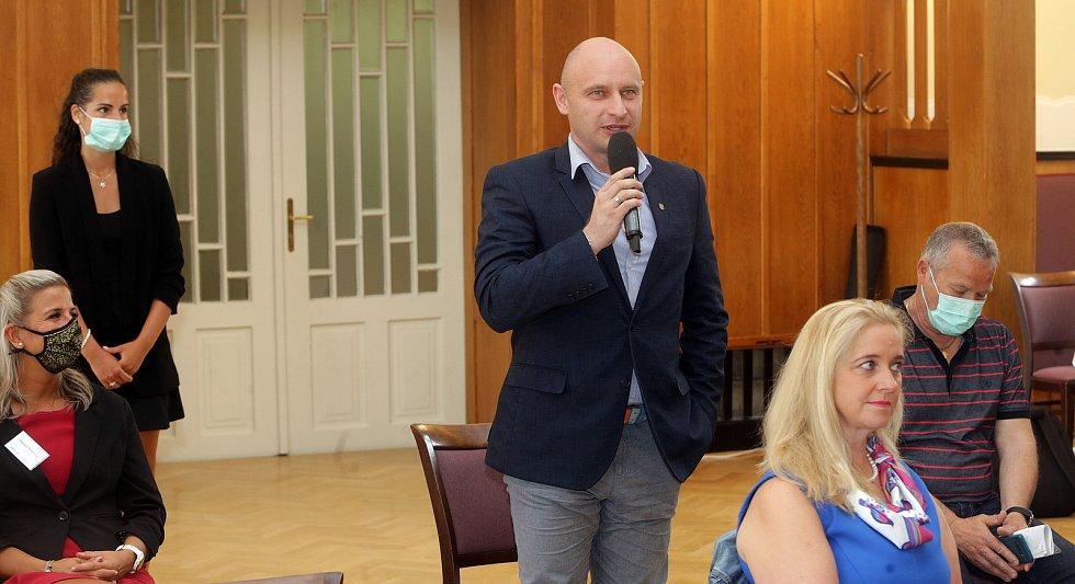Debata Deníku s primátorem města Prostějova, radními a pozvanými hosty.
