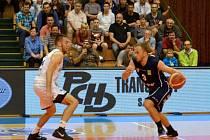 Prostějovští basketbalisté v semifinále proti Děčínu.